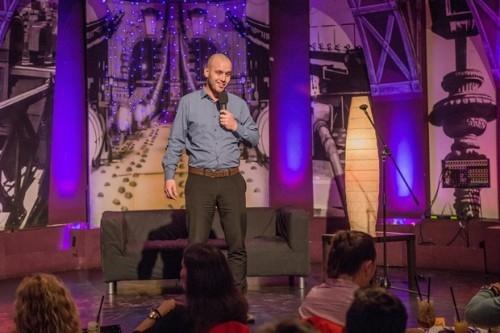 Az ember, aki nagyobbat üt szájjal, mint kézzel - Interjú Horváth Gábor humoristával | Stand Up Comedy Humortársulat